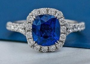 Blue-sapphire-and-diamonds-ring