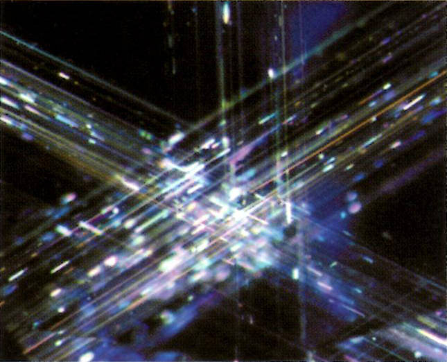 Untreated natural with iridescent rutile silk